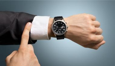 Basler bietet Uhrenversicherung mit Foto-Erkennung