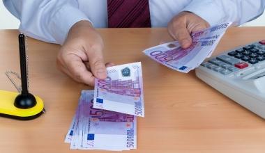 Entgelt für Ein- und Auszahlung am Bankschalter rechtens