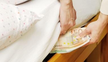 Jeder zehnte Deutsche hortet Bargeld