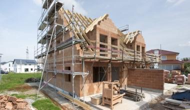 GEV: Bauherrenhaftpflicht und Bauleistungsversicherung erweitert