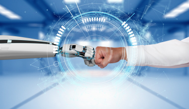 Banken und Versicherungen zwischen Mensch und Maschine