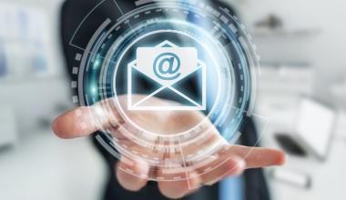 Bei Versicherern gehen erstmals mehr E-Mails als Briefe ein