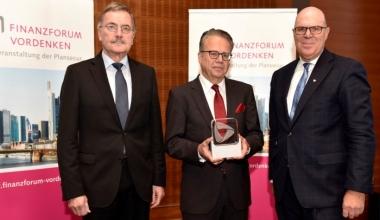 """FINANZFORUM VORDENKEN verleiht Young Innovators Award und """"Vordenker 2016"""""""