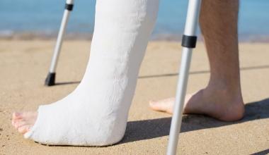 Krank im Urlaub: In einigen Ländern wird es besonders teuer