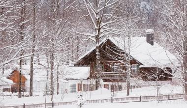 Welche Versicherungen brauchen Hausbesitzer im Winter?