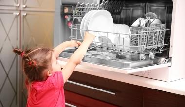 Versicherer muss sich um Haushalt und Kinder kümmern