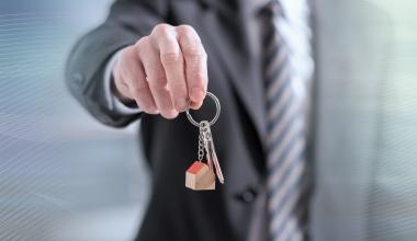 Der Gang zum Immobilienmakler lohnt sich weiterhin