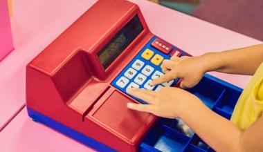 Umgang mit Geld: Wie ist es um Vorbilder und Finanzwissen bestellt?