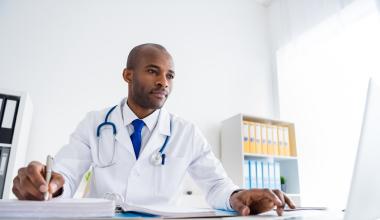 KlinikRente überarbeitet Berufsunfähigkeitsschutz für Ärzte