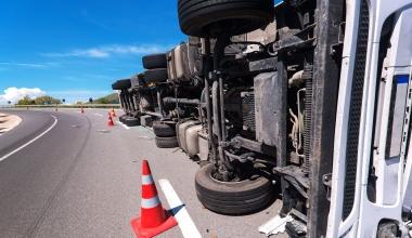 KRAVAG bietet Komplettservice bei Lkw- und Busunfällen