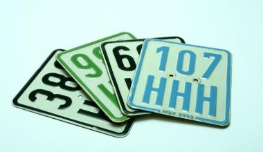 Ab März gilt das neue schwarze Kennzeichen für Mofas und Mopeds