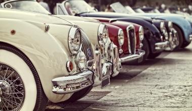 Erster Versicherer in Weltverband für historische Automobile aufgenommen