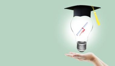 Versicherungsfachwirte: Schnell und online zum Bachelor