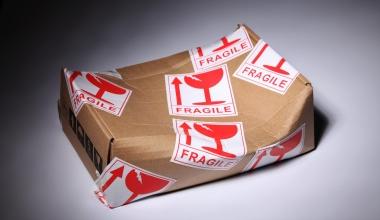 Auf schlecht verpackten Paketen bleibt man sitzen