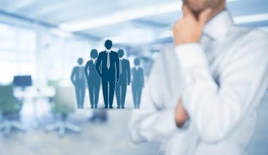 Welche Herausforderungen gibt es für die Personalentwicklung im Maklervertrieb?