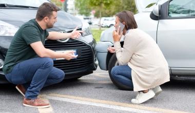 Wann muss man bei einem Unfall die Polizei rufen?