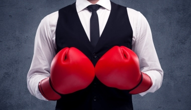 VOTUM-Verband bestätigt Vorstand und verstärkt Kampf gegen Provisionsdeckel