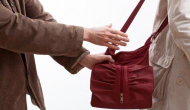 Hausratversicherung: Trickdiebstahl oder Raub?