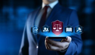 Hans John verbessert Firmenrechtsschutz