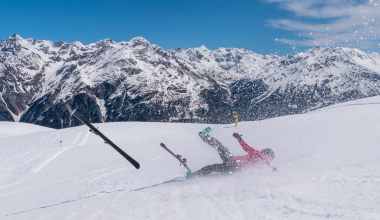 Wann ein Sturz beim Skifahren ein Arbeitsunfall ist