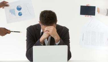 Versicherungswirte: Gilt Krankheit wegen Stress als Berufskrankheit?