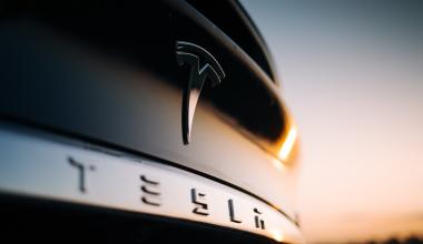 Rund um die Tesla-Versicherungspläne