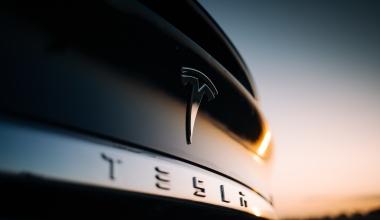 Tesla-Versicherung: Elon Musk will Angebot ausweiten