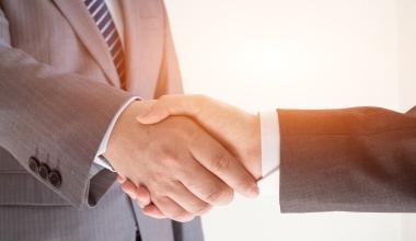 AXA schließt Übernahme der XL Group ab