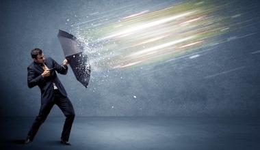 Cyberrisiken und Naturkatastrophen bedrohen Widerstandsfähigkeit von Unternehmen