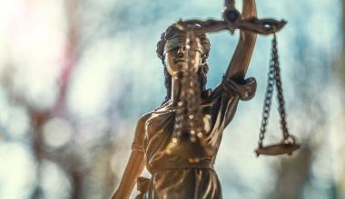 Kürzung von Bewertungsreserven: BGH vertagt Urteil