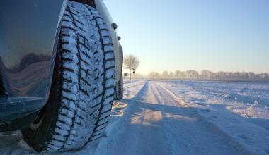 Ohne Winterreifen unterwegs – was heißt das für den Versicherungsschutz?