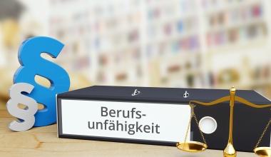 BU: Wie sich eine Klage auf die Leistungspflicht des Versicherers auswirkt