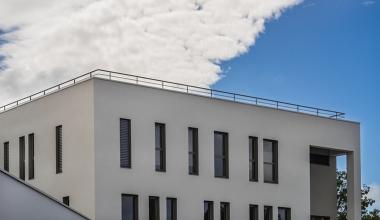 Gebäudeversicherung: Sturmschaden an Flachdach streng nachzuweisen