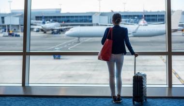 Berlin Direkt und Swiss Re bieten Flugverspätungsversicherung