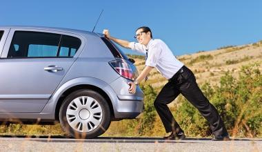 Wer haftet beim Versuch, ein rollendes Auto aufzuhalten?