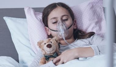 Zahlt Reiserücktrittversicherung bei kurzfristiger Transplantation?