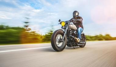 Haftung beim Abbiegen: Höhere Betriebsgefahr von Motorrädern?