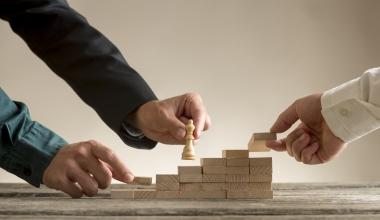 AIG: Strategische Partnerschaften im Gewerbekundengeschäft