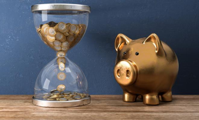 Am 01.01.2021 kommt die lang erwartete Grundrente für Geringverdiener. Um einen anteiligen Anspruch auf diese Rente zu erwirken, muss der Rentner mindestens 33 Jahre anrechenbare Grundrentenzeit aufweisen. Für die volle Grundrente sogar 35 Jahre. Grundrentenzeiten sind Pflichtbeitragszeiten von Beschäftigten und Selbständigen, Zeiten der Kindererziehung und Pflege sowie Zeiten, in denen während Krankheit oder Rehabilitation eine Leistung bezogen wurde.  <p><i>[Bild: © fotomek – stock.adobe.com]</i>